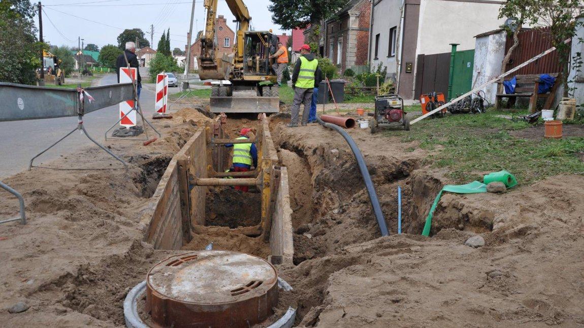 O asie w rękawie, czyli… kanalizacji w Rokitnicy