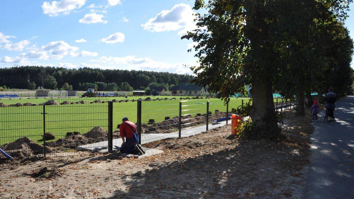 Remont boiska sportowego w Ołoboku
