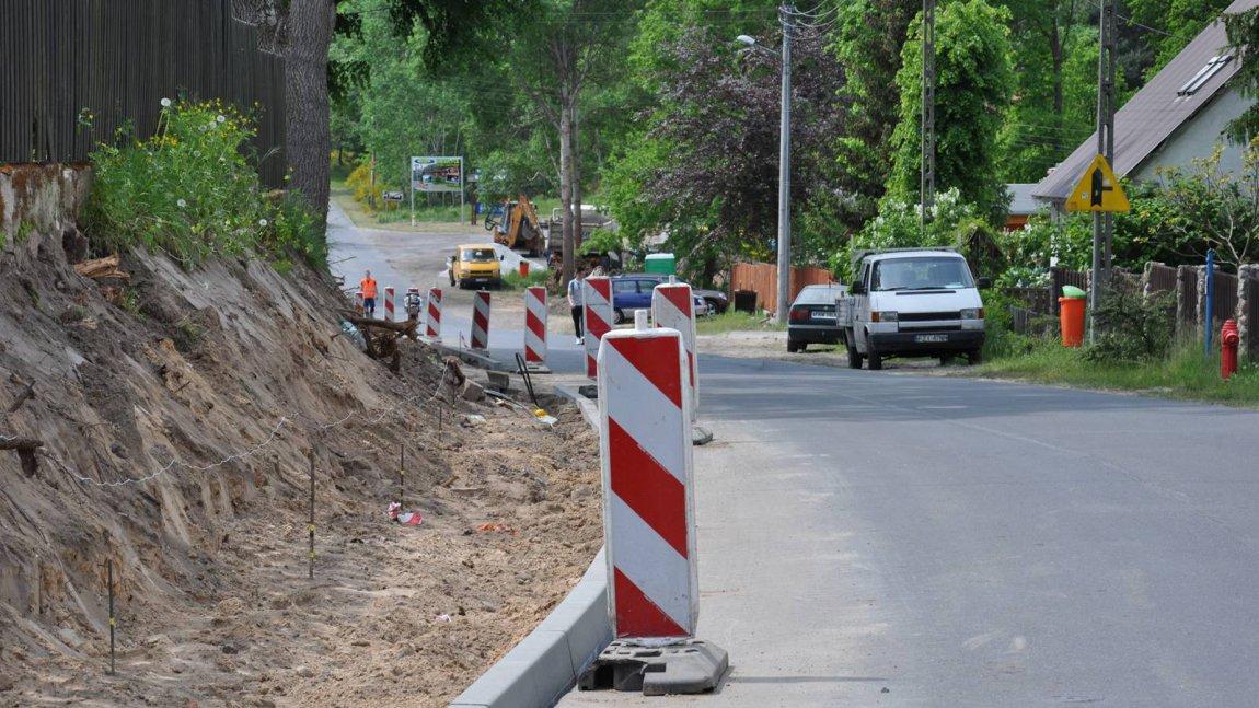 Trwa budowa chodnika w Niesulicach