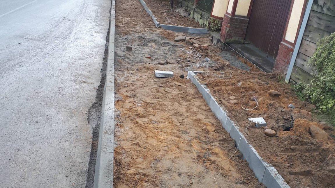 Prace przy budowie i remontach chodników gminnych