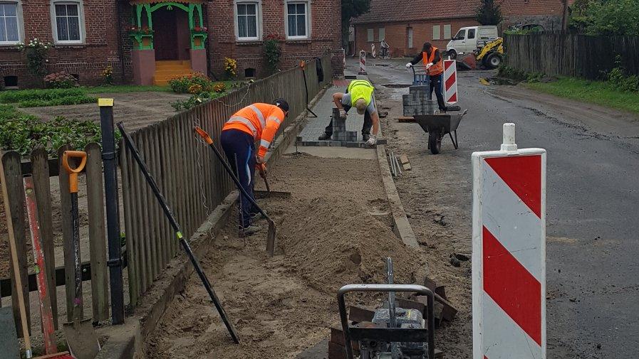 Budowa chodników w Węgrzynicach