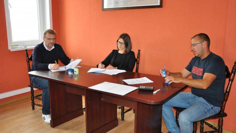 Podpisanie umowy na przebudowę chodników w Ciborzu